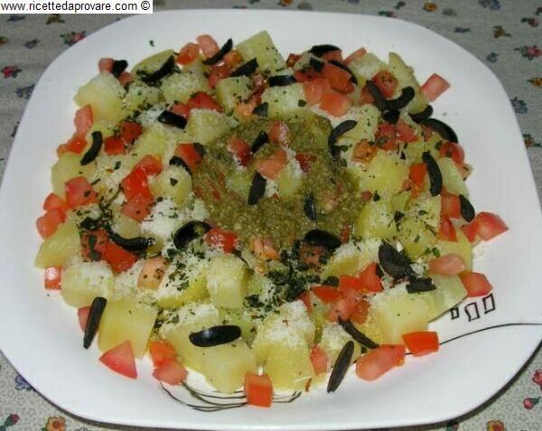 Dadolata di patate con pesto e olive nere una insalatona for Ricette esotiche